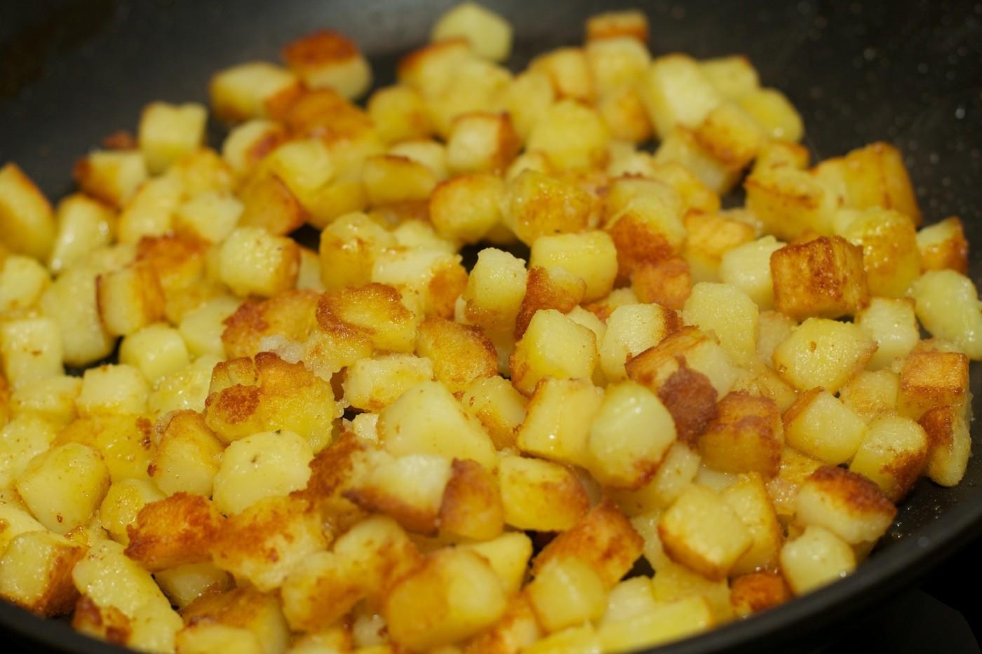 Gebakken aardappelblokjes