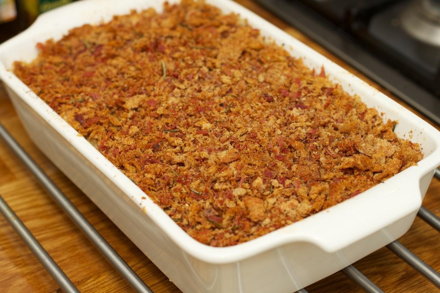 Macaroni met bloemkool en kaas schotel