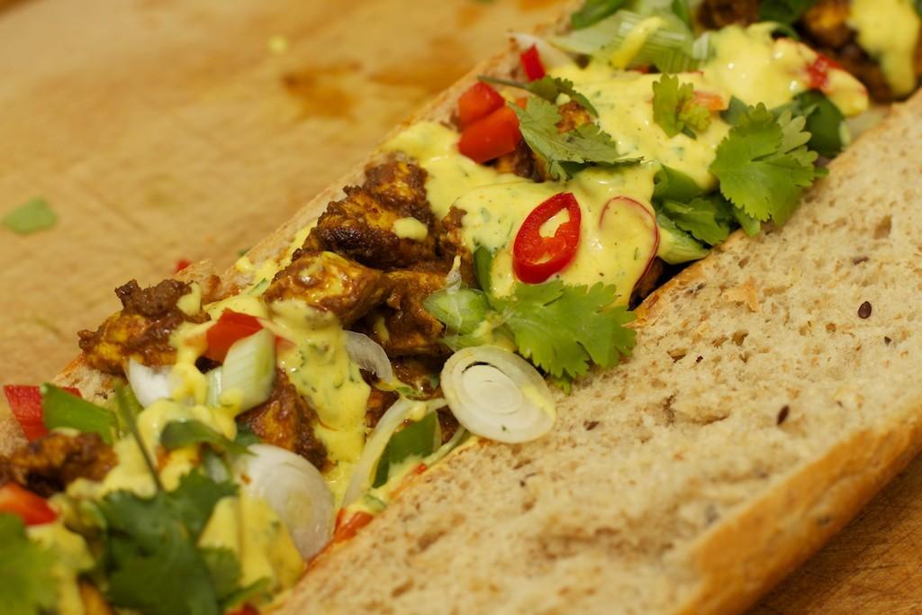 Stokbrood met kip en gele curry