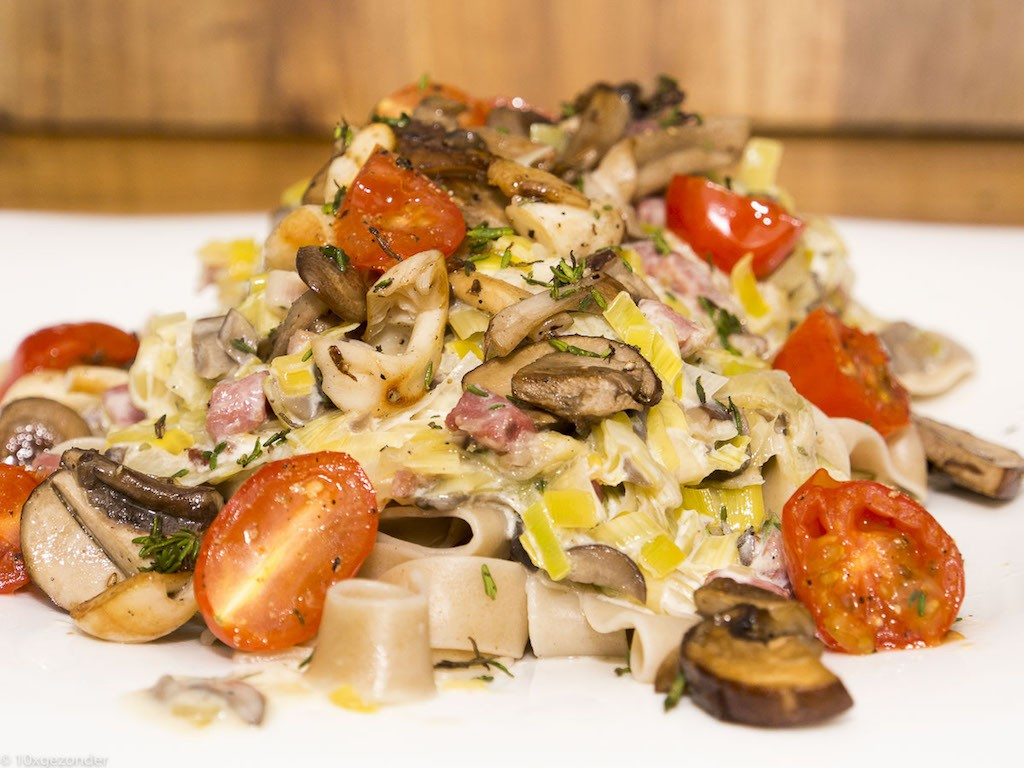 Romige pasta met prei, champignons en spekjes
