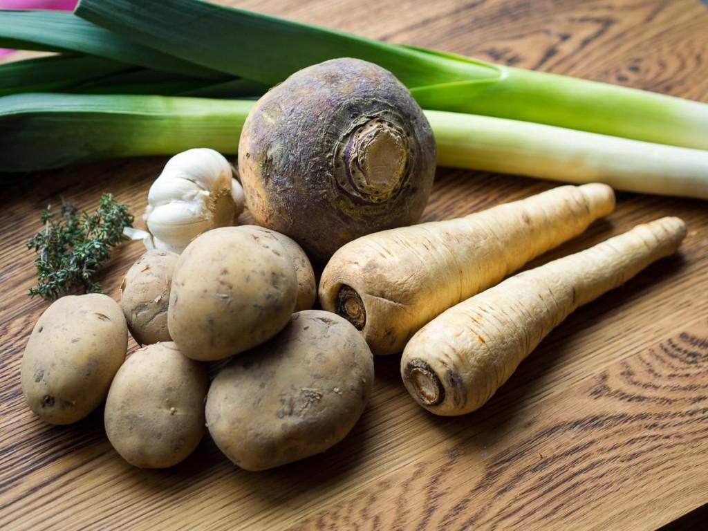 Wintersoep met koolraap, pastinaak, prei en aardappel-3